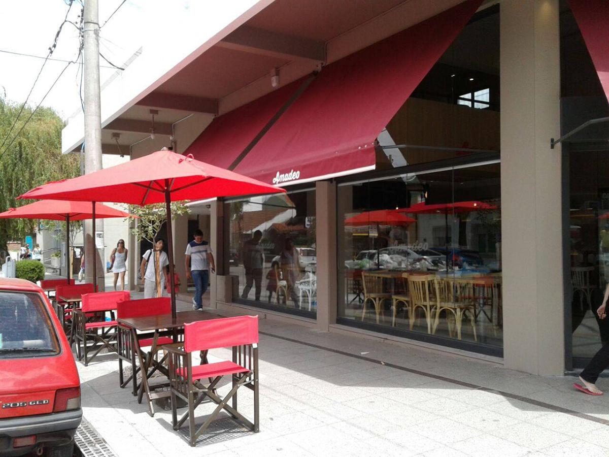 Amadeo Café y Cocina, dirección de Mestra Constructora